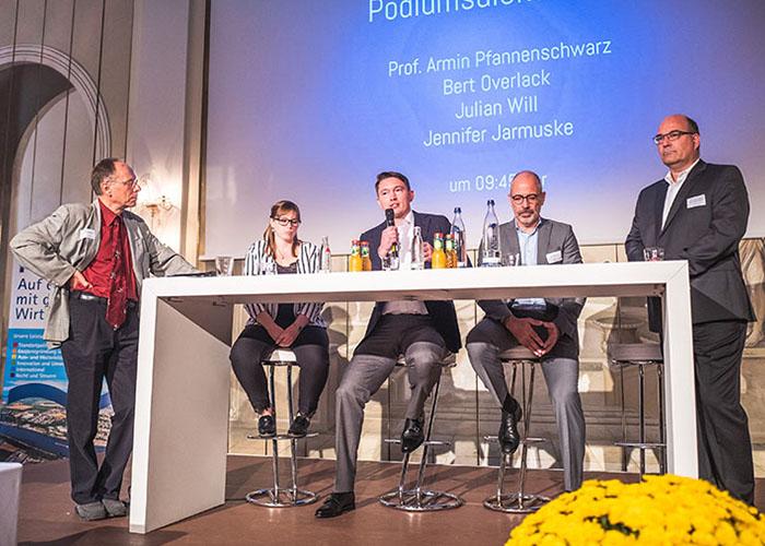 Julian Will auf dem Podium des NachfolgerForums 2019