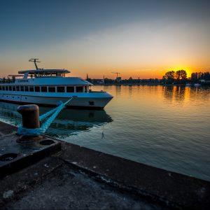 Symbolbild Events von Nachfolgekontor - Schiff im Wasser